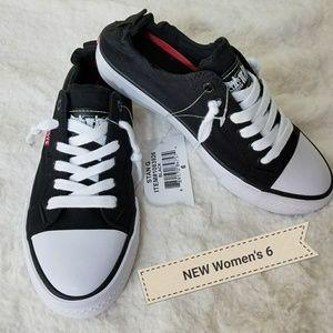 NEW Levis Slip On shoes. Women's 6